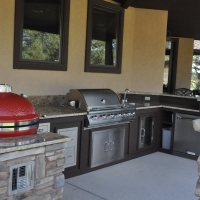 1609D - Stone Veneer Column Outdoor Kitchen Granite